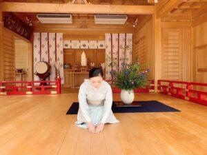 着物で「生け花」体験散策ツアー~華道家と行く、小倉城庭園で特別な「美」体験~